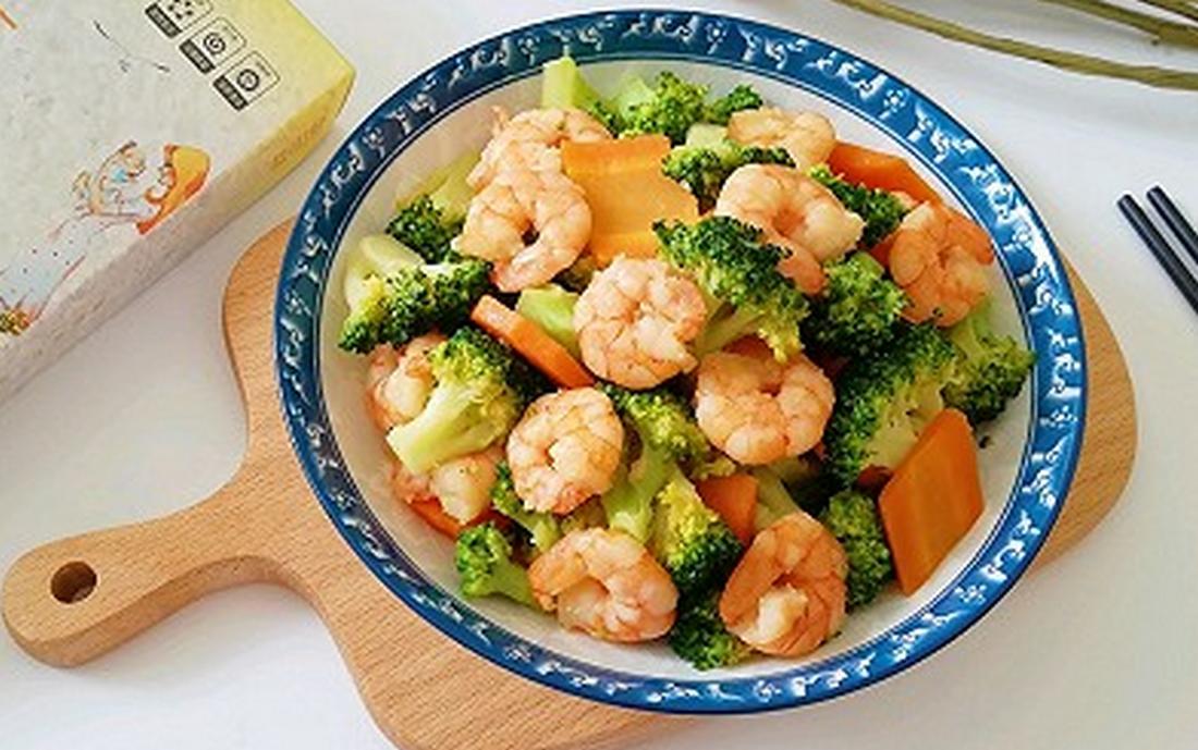 西蓝花炒虾仁,好吃不胖,绝对是健身减肥的首选