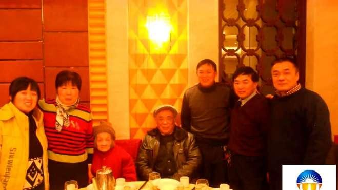 妈妈一起新年聚会的快乐回忆