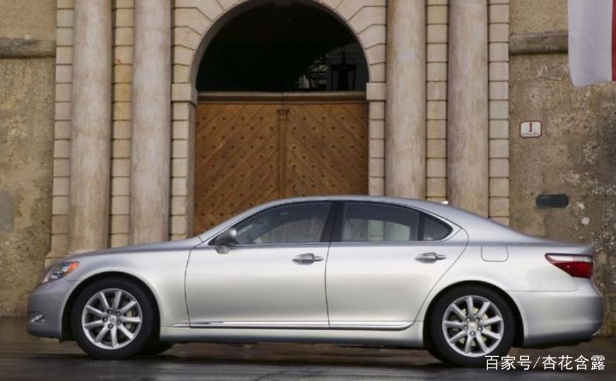 汽车:2009款雷克萨斯LS460 AWD,它的内饰和皮革非常精美