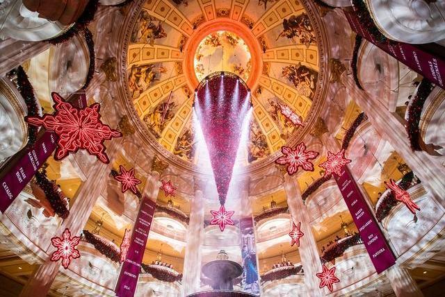 圣诞跨年打卡!大型倒挂圣诞树、3D光效汇演,澳门巴黎人陪你过节