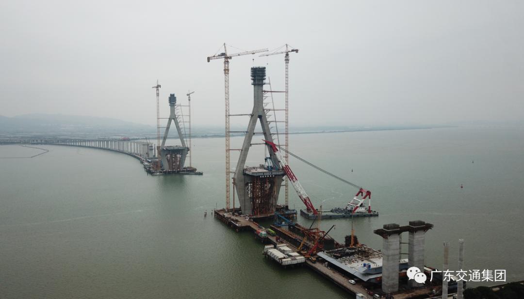 潮汕环线、惠清项目路面工程沥青上面层试验段成功铺筑