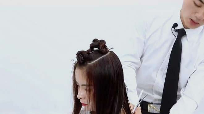 烫头发视频,一起去看看专业的发型师,是如何操作的吧!