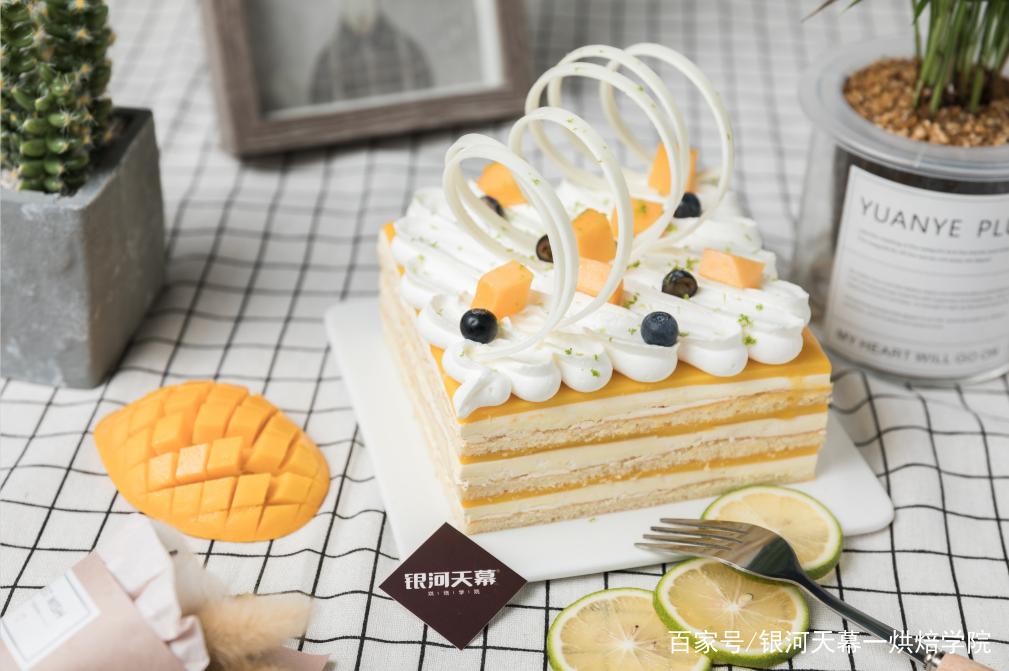 银河天幕烘焙教你实用水果蛋糕装饰技巧