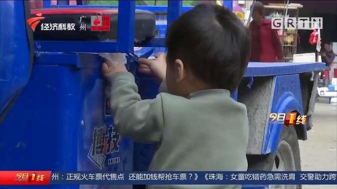 广州白云区:陌生男子疑似拐带孩童,群众合力将其制服,警方介入