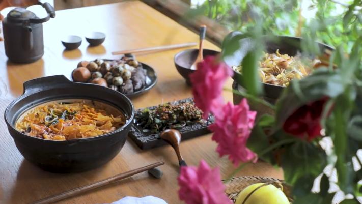 李子柒秘制螺蛳粉,一碗古典美食经典,是高超的厨艺展现