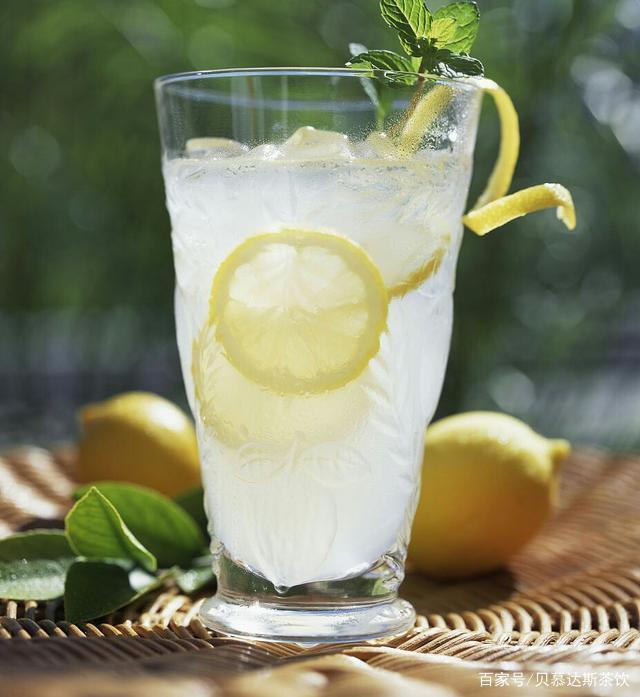 贝慕达斯:喝柠檬水有哪些好处?什么时候喝柠檬水比较好