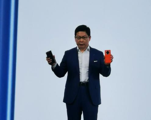 华为:环绕屏没实用价值!小米:把外国车牌贴手机上多卖1万块呢?