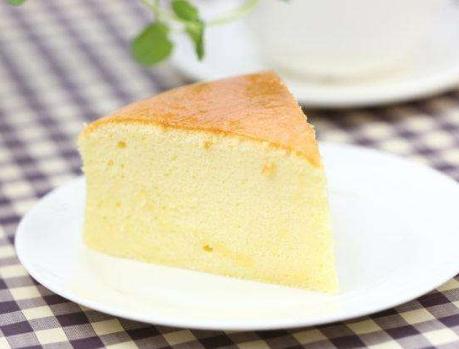 酸奶蛋糕家常做法,香甜松软入口绵密,比电饭锅蛋糕简单还好吃