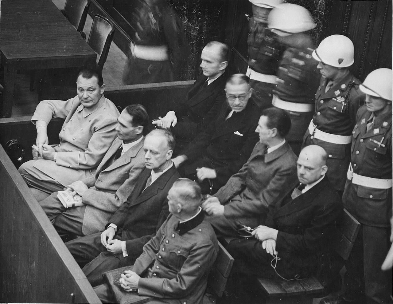 """纽伦堡审判22位纳粹战犯,美国大法官却道""""暴民私刑大会""""-"""