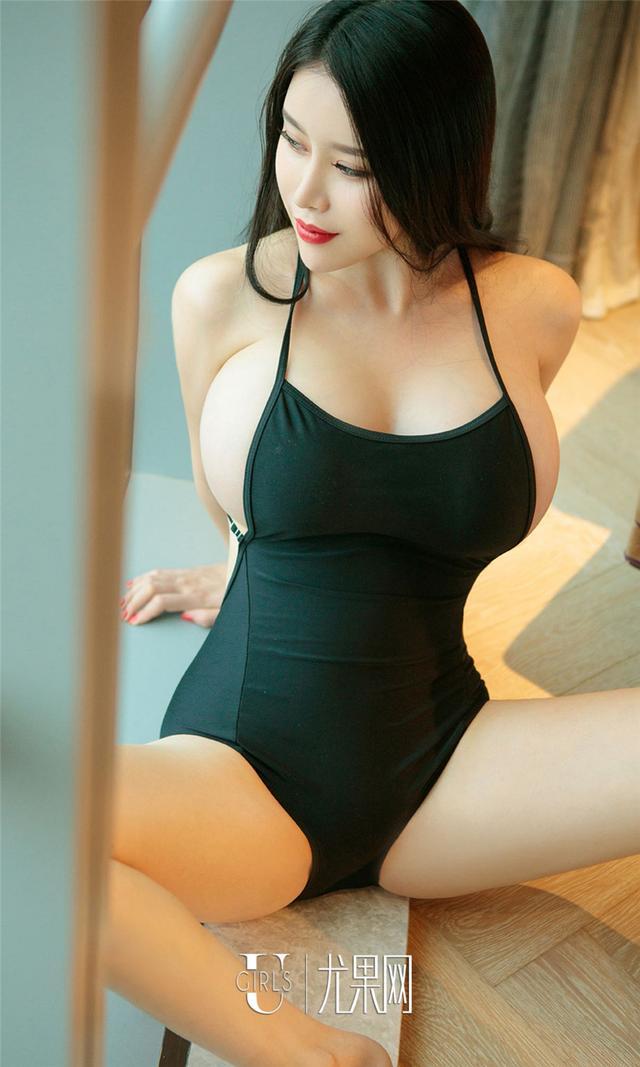 [尤果网] 超级正巨乳美女黛诺欣酒店火辣性感写真 第885期