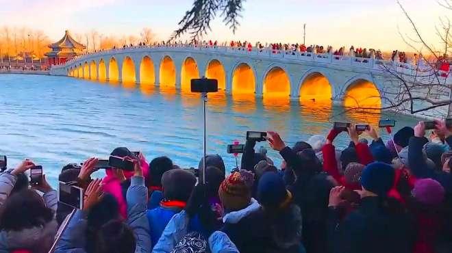 """一年等一回,冬至前后北京颐和园十七孔桥""""金光穿洞"""""""