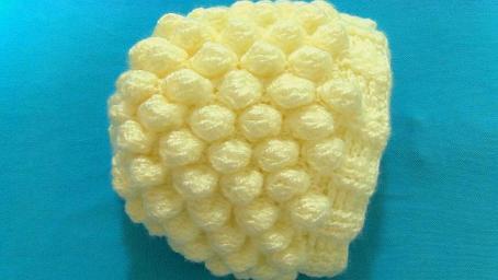 鉤針編織漂亮的小球球花樣寶寶帽子,太可愛了