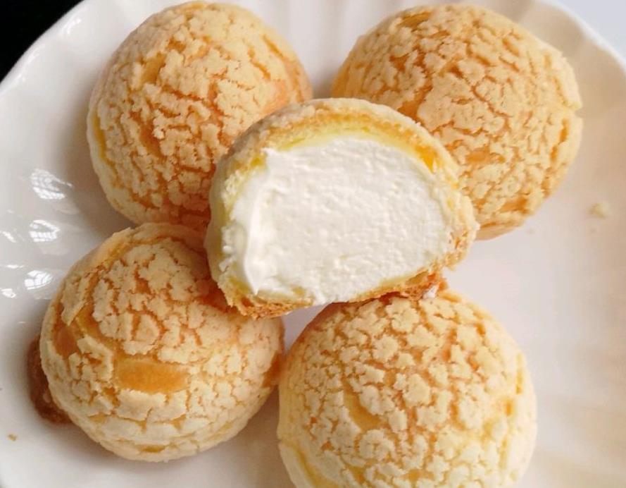 教你做酥皮泡芙,外酥里软,个个空心,甜而不腻,比买的还好吃