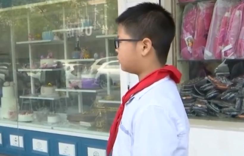 小学生角膜受损?一查发现眼镜多配200度!店家:赔你镜片到毕业