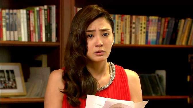 曼丽一看信件的日期,得知秦天的离婚证书是假的,一脸的崩溃!