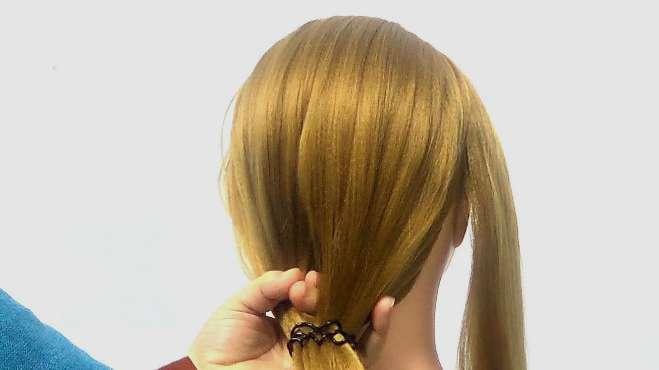 气质盘发视频,梳头发技巧最简单的,多出一份头发,简单漂亮