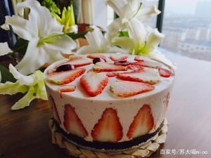 高颜值的酸奶草莓慕斯蛋糕,3分钟就能学会,家里没有烤箱也能做