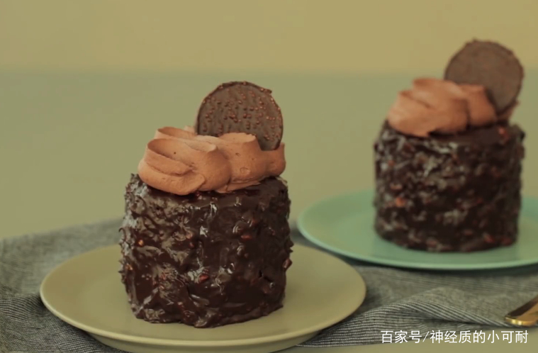 教你做小巧精致的榛子巧克力蛋糕,用美食带来好心情