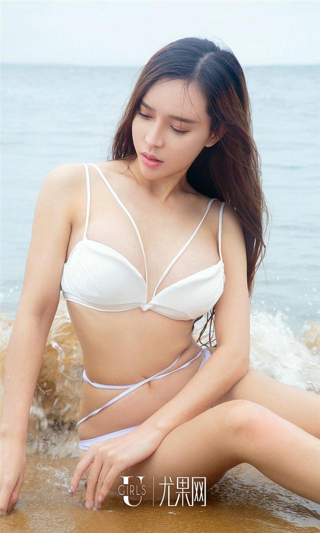 [尤果网] 摄影海边美女艾小青艺术写真图片 第840期