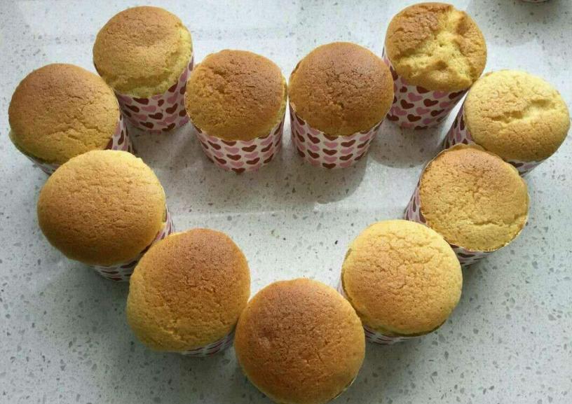 1碗面粉4个鸡蛋,不需一滴水做小蛋糕,柔软细腻,比买的还好吃