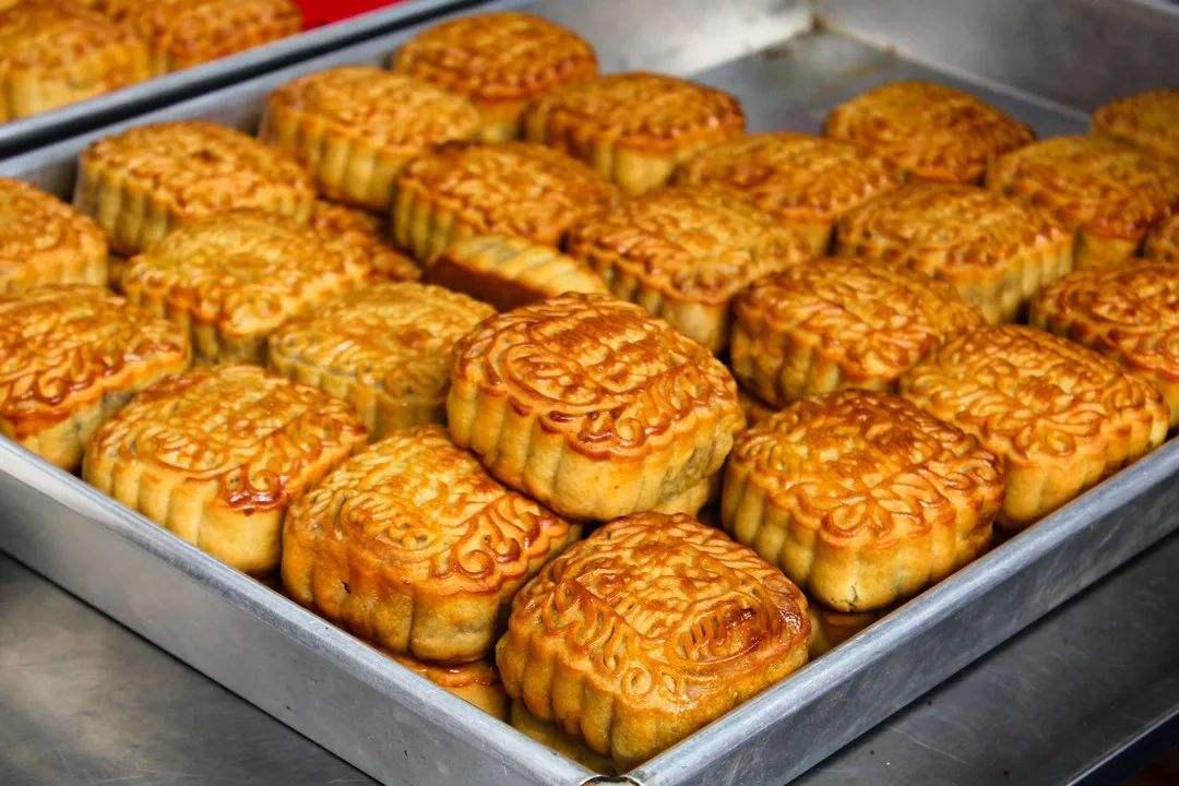 农村集市上的自制手工月饼,8块钱就能做一斤,城里人都说好吃
