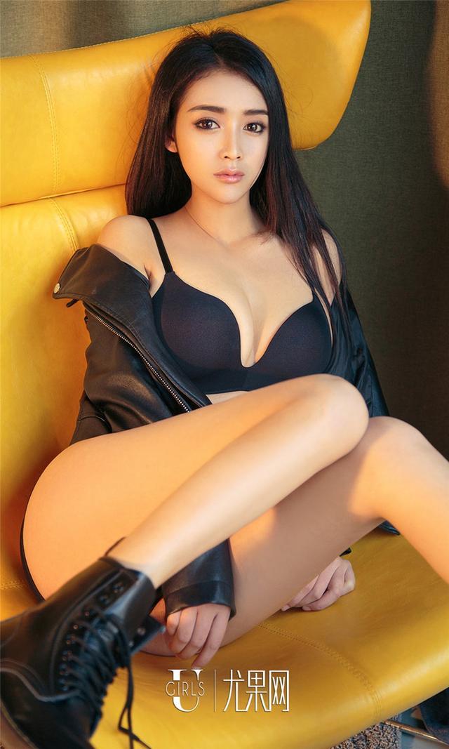 [尤果网] 黑色皮衣美女一凡傲人身材写真 第899期