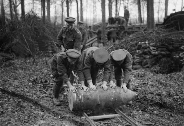 一战英国有门巨炮,能打9000余米,但1颗炮弹需3人推-