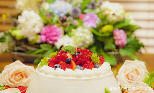 美食:在杯子的巧克力蛋糕与咸味芝士帕米埃,制作简单美味