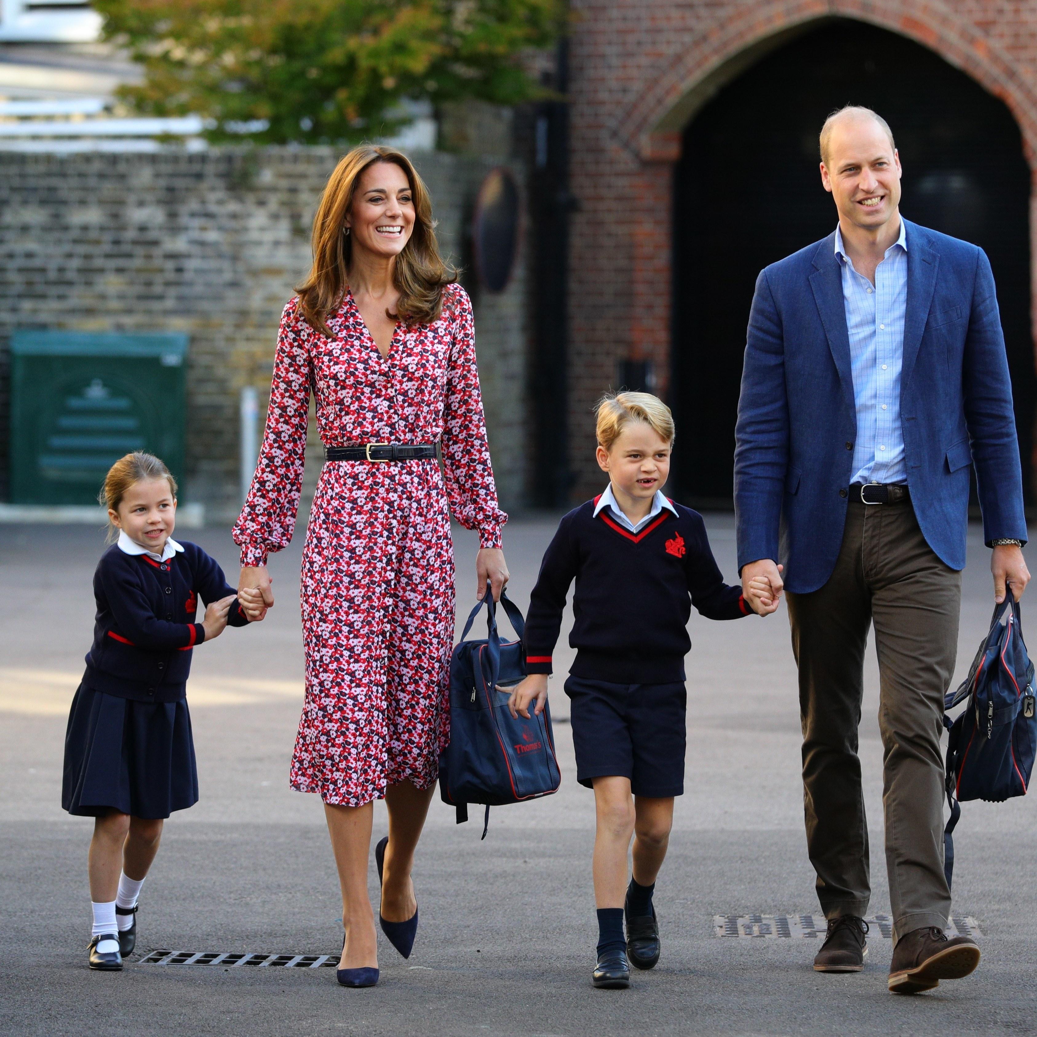 可爱的夏洛特公主第一天学校报道 和哥哥乔治王子同个学校