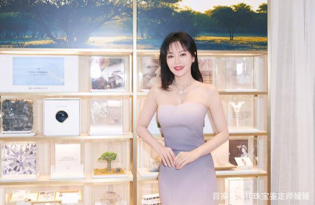 国民女神秦岚,向我们展示了不同的风格,珠宝她也搭配的得心应手