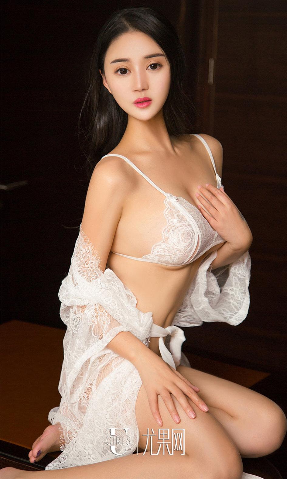 [ugirls尤果网] 圆润饱满的美乳性感美女金儿私房照图片