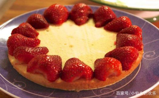 自制草莓奶油蛋糕,做法简单,营养美味,让您在家轻松制作!