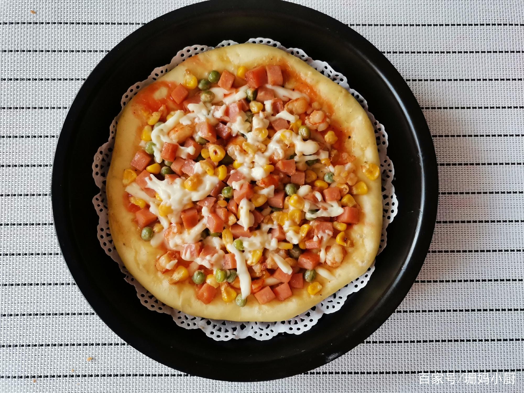 儿子想吃披萨,1个平底锅,1个饼胚,酥香味美,2个8寸都吃不够