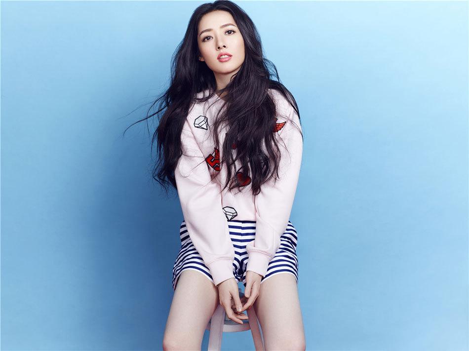 中分的郭碧婷剪成了空气刘海,十分减龄回到18岁,网友:真清纯
