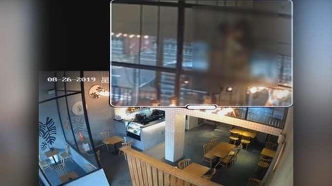 江门小情侣餐厅无视旁人亲密互动 监控拍下全过程