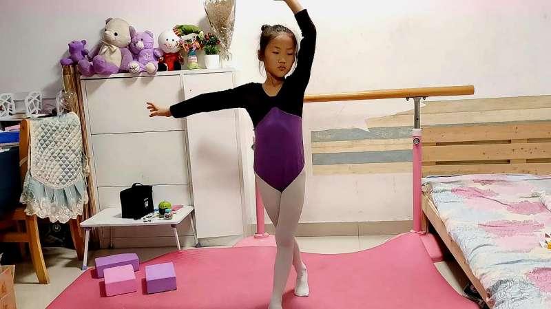 抓钱舞标准教学视频_好老师舞蹈视频_舞蹈老师小说_舞蹈老师简介_舞蹈老师妈妈