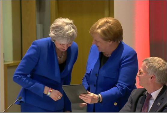 BBC:英国首相特蕾莎梅或于今天辞职 网友:看不到时装秀了!