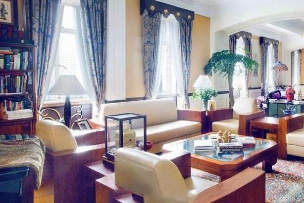 参观金星住的豪宅,室内装修跟皇宫差不多,如今成人生赢家了