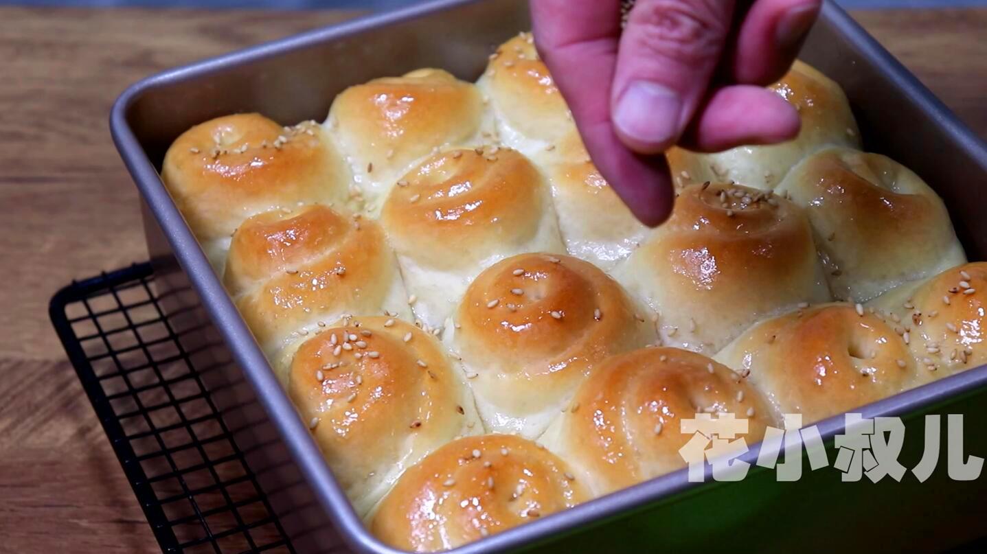 香喷喷的蜂蜜小面包,简单快手的做法,底壳酥脆吃不腻,越吃越香