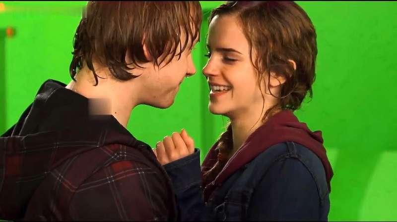 """罗恩与赫敏接吻照_哈利波特花絮:罗恩和赫敏""""吻戏"""",这么多人看见,两人都 ..."""