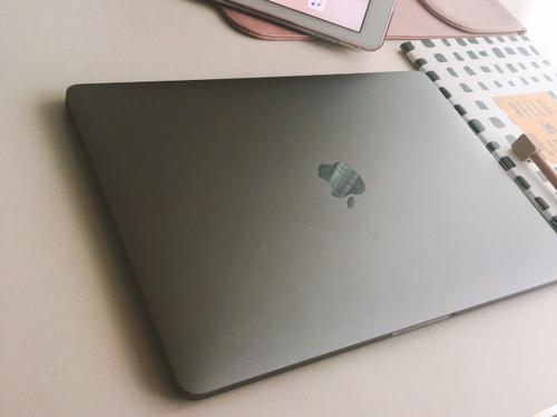苹果:对部分MacBook显示屏反射涂层脱落,提供长达4年免费维修