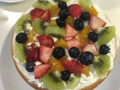 宅在家中做美食:水果鲜奶油蛋糕