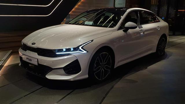 买不起奔驰就选它,轿跑设计高颜值,关键是天然气发动机