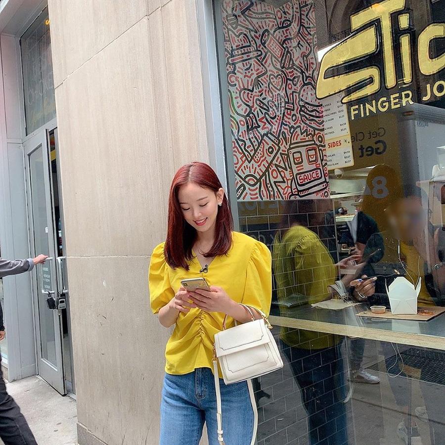 姜汉娜instagram上传美照 黄色上衣华丽清纯