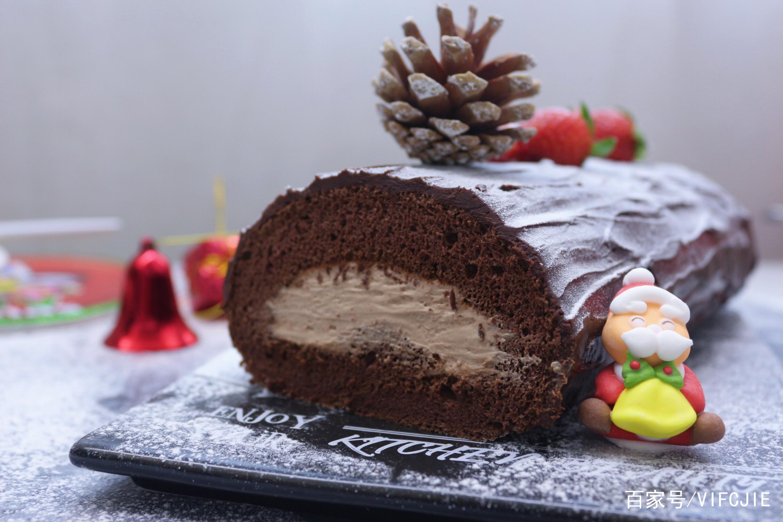圣诞节的来临不妨试试做这个圣诞树桩蛋糕