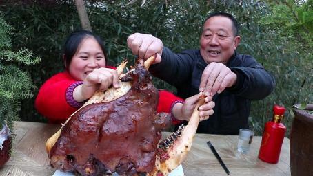 胖妹做五香酱牛头,铁锅炖4小时,越嚼越香,老爸这次差点喝高了