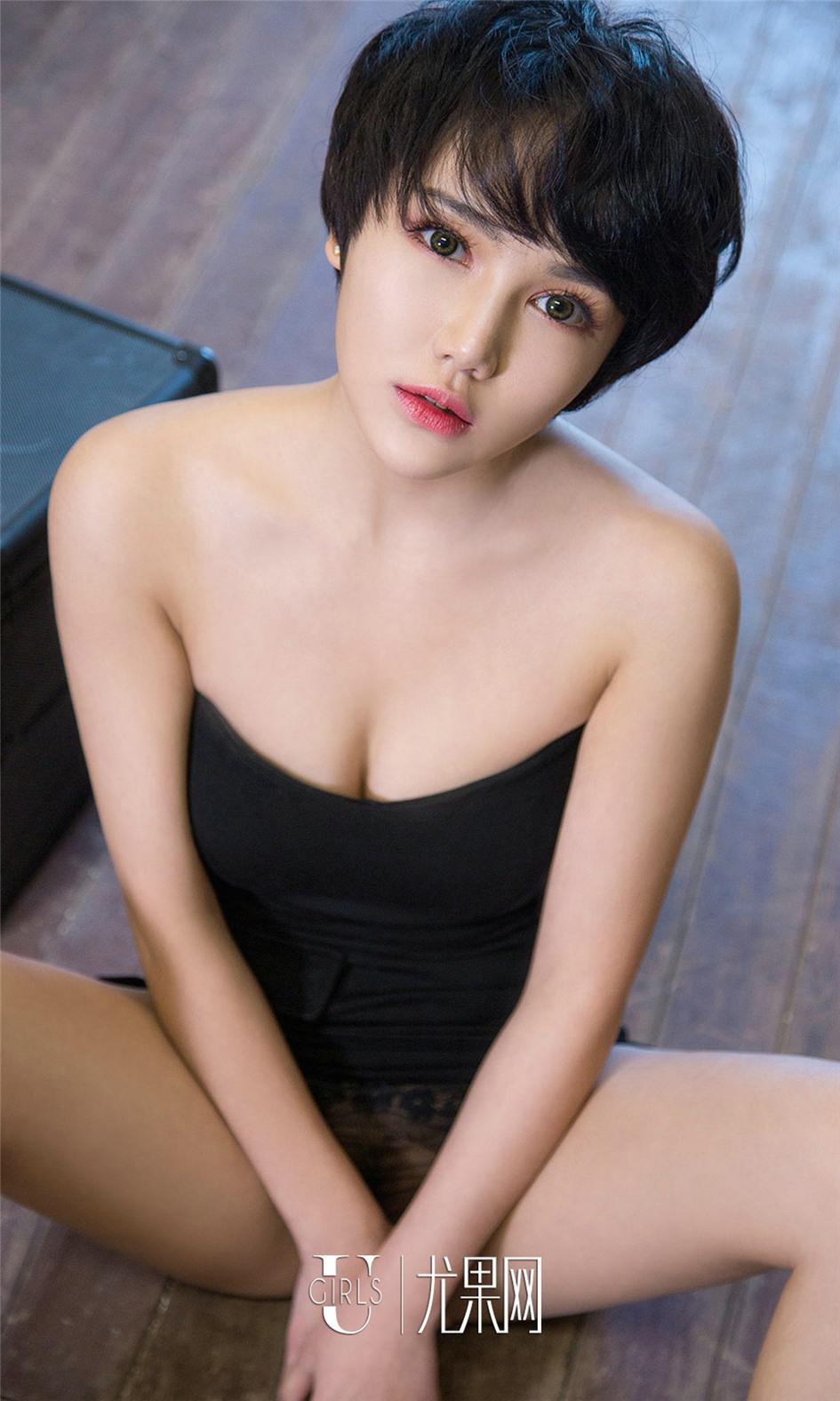 [尤果网] 浅色短发气质美女小悦悦个性写真 第676期
