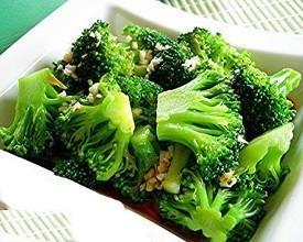 """被誉为""""蔬菜皇冠""""的西兰花你了解多少,看看它的做法还有禁忌吧"""