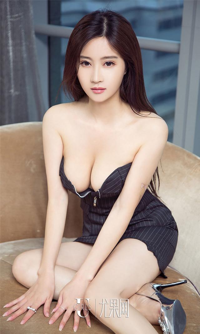 [尤果网] 低胸爆乳超短裙嫩模韩雨婵深沟写真 第773期