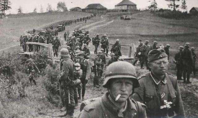 """纳粹官员""""炮轰""""武装部队:活埋犹太人的行为卑鄙、肮脏-"""